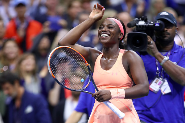 Sloane Stephens applauds the crowd in disbelief after her semifinal win | Photo: Clive Brunskill/Getty Images North America