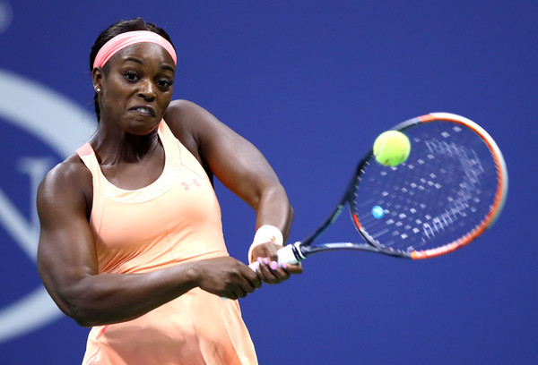 Sloane Stephens hits a backhand | Photo: Clive Brunskill/Getty Images North America