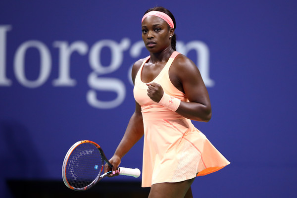 Sloane Stephens celebrates winning the first set | Photo: Clive Brunskill/Getty Images North America