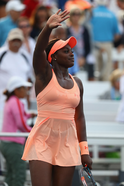 Sloane Stephens acknowledges the supportive crowd after the match | Photo: Al Bello/Getty Images North America