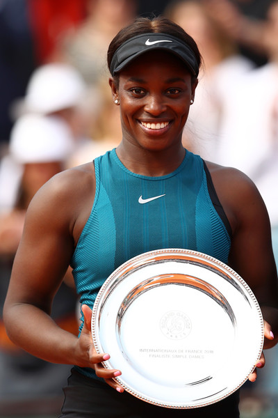 Sloane Stephens posing alongside her runner-up trophy at Roland Garros | Photo: Cameron Spencer/Getty Images Europe