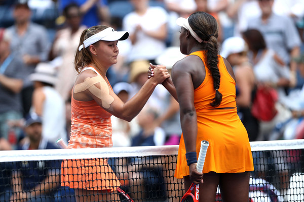 Stephens and Rodina meet at the net after the encounter | Photo: Matthew Stockman/Getty Images North America
