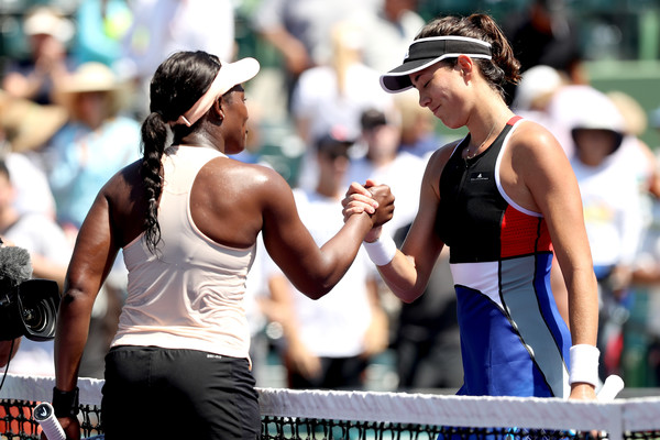 Stephens and Muguruza meet at the net following the match (Getty/Matthew Stockman)