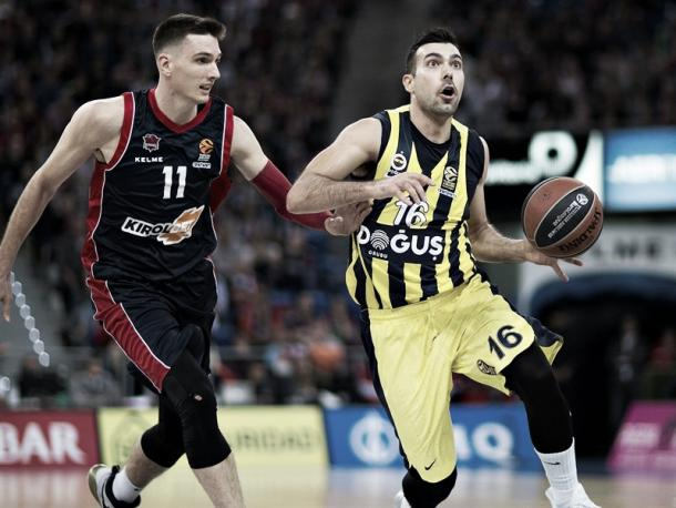 Sloukas supera a Janning: Foto. Euroleague.net