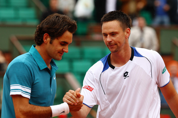 Soderling (right) shakes hands with Roger Federer after defeating the Swiss at the 2009 French Open. Photo: Clive Brunskill/Getty Images