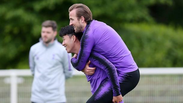 Son Heung-min junto a Harry Kane | foto : twitter oficial Tottenham Hotspur