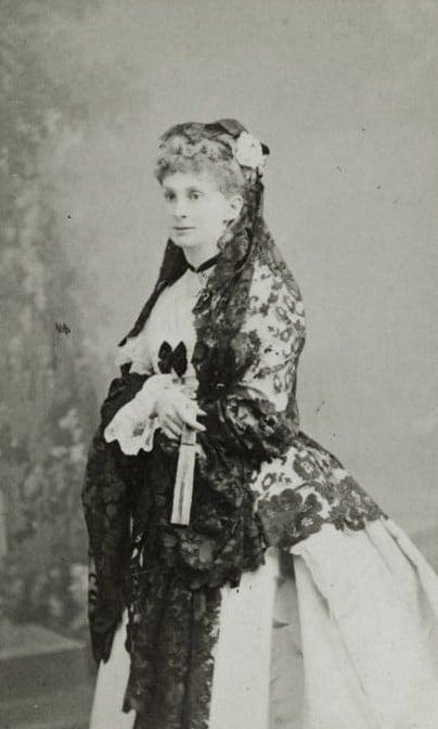 Sofía Troubetzkoy (1838-1898), con mantilla española. Fotografía de 1870 (Wikipedia, PD)
