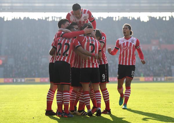 El Southampton celebra uno de los 3 goles que les endosaron el año pasado al Leicester. Foto: Getty Images