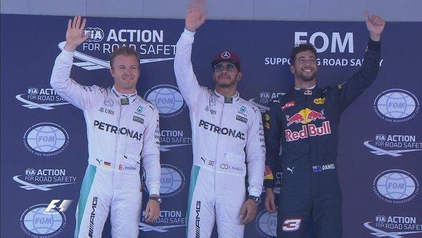Lewis Hamilton (centro), Nico Rosberg (esq.) e Daniel Ricciardo (dir.): os três primeiros da classificação em Montmeló (Foto: Divulgação/F1)