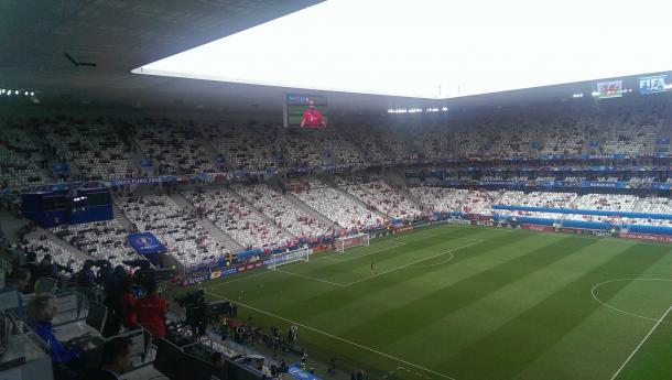 Stade de Bordeaux is filling up | Photo: @ChrisWathan/Twitter