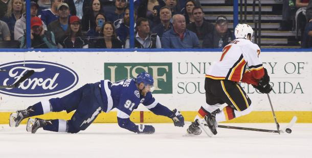 Steven Stamkos stretches for a win, but comes up short vs the Calgary Flames. (Photo: tampabay.com)