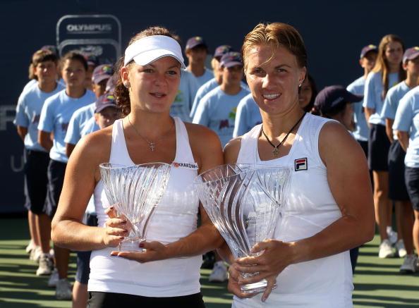 Agnieszka Radwanska and Svetlana Kuznetsova after the Carlsbad final in 2010 (Getty/Stephen Dunn)