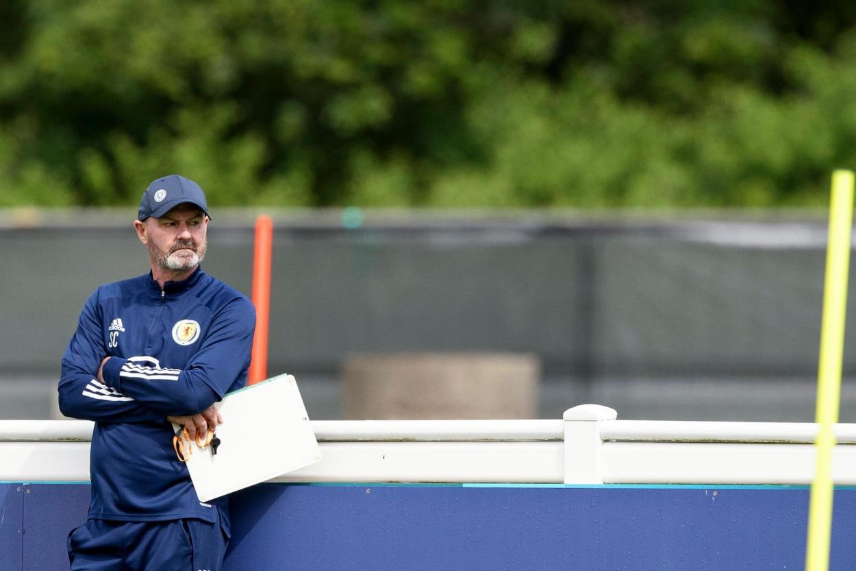 Steve Clarke dirige un entrenamiento | Imagen: The Scotsman
