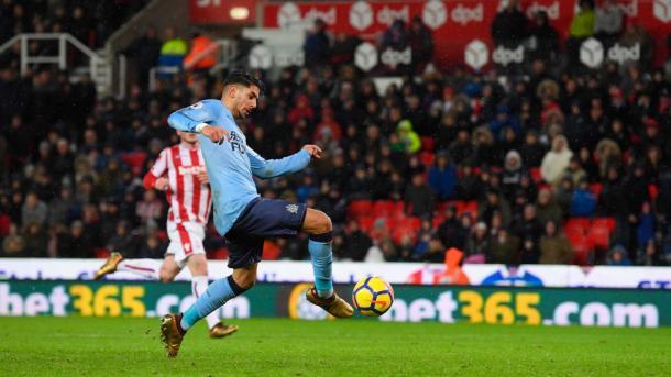 Ayoze dispara a gol. Foto: Stoke City