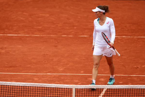 Stosur approaches the net after her semifinal loss in Paris. Photo: Clive Brunskill/Getty Images