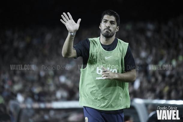 Luis Suárez calentando antes de entrar al césped   Foto: Noelia Déniz - VAVEL
