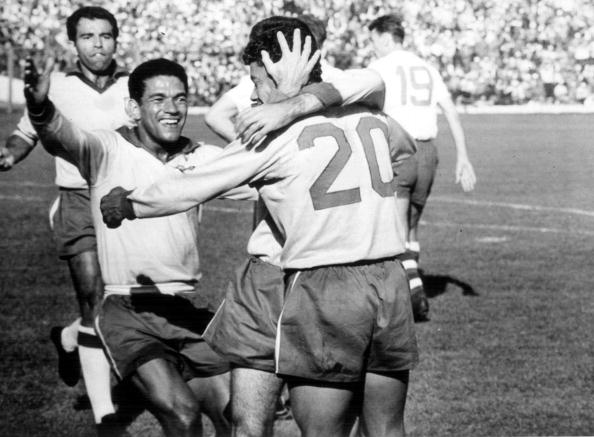Substituto de Pelé, Amarildo (camisa 20) foi o destaque do Brasil (Foto: