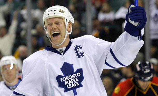 Dion Phaneuf had a high-bar to clear when he replaced the legendary Mats Sundin (pictured) as captain of the Toronto Maple Leafs in 2010. Photo: Hans Deryk/Reuters