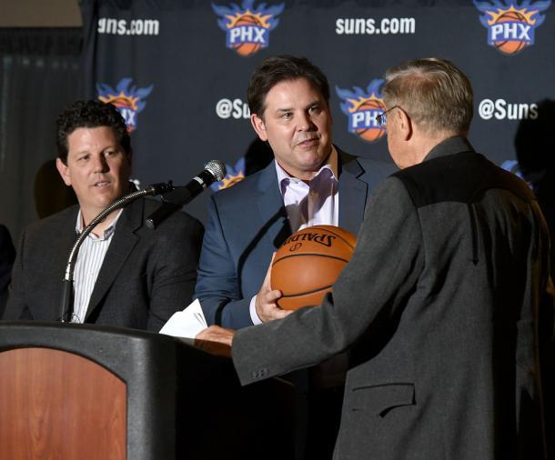 Jason Rowley, presidente de Phoenix Suns, trabaja para la reconstrucción. | Foto: Suns