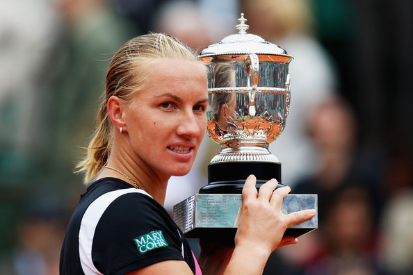 Svetlana Kuznetsova with her French Open title in 2009 | Photo: Ryan Pierse/Getty Images Europe