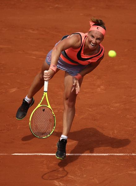 Svetlana Kuznetsova serves in her first round win | Photo: Julian Finney/Getty Images Europe