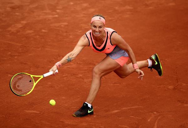 Svetlana Kuznetsova runs to hit a forehand   Photo: Julian Finney/Getty Images Europe