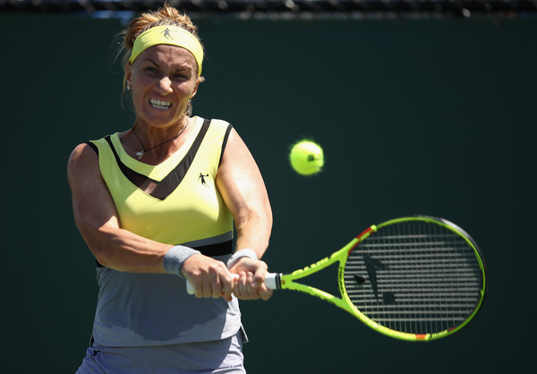 Svetlana Kuznetsova with her powerful backhand in Miami | Photo: Julian Finney/Getty Images North America