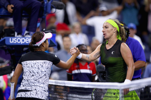 Both players meet at the net for a handshake after their encounter | Photo: Clive Brunskill/Getty Images North America