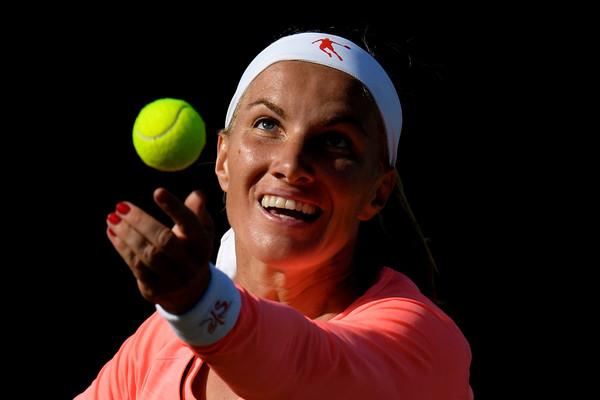 Svetlana Kuznetsova serves at the Eastbourne International | Photo:  Mike Hewitt/Getty Images Europe