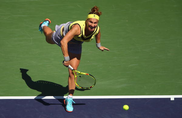 Svetlana Kuznetsova serves during the final, and she narrowly stole the first set after a marathon 70 minutes | Photo: Clive Brunskill/Getty Images North America