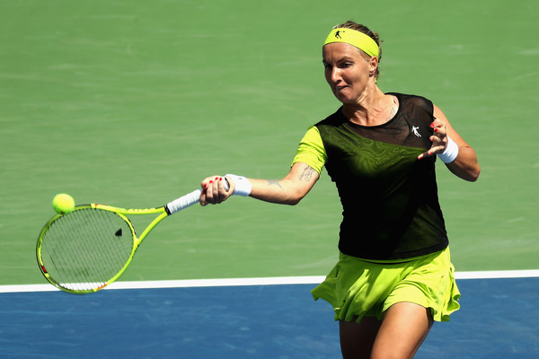 Svetlana Kuznetsova showed her fight when she fought back from a set and a break down to send the match into a deciding set | Photo: Rob Carr/Getty Images North America