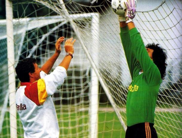 Tancredi, treinador goleiro da Roma, com Cervone   Foto: Divulgação/Roma
