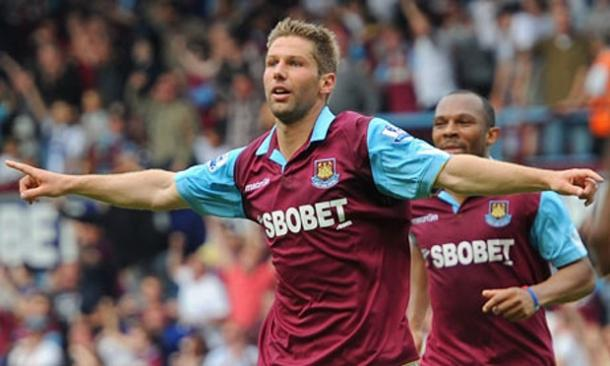Thomas Hitzlsperger celebrates scoring the last time these two met. | Image source: The Guardian