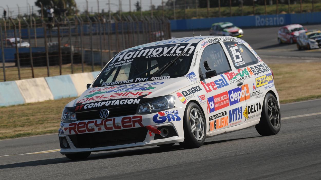 Miguel Ciaurro entrando en recta con el Gol Trend: Foto Prensa TN
