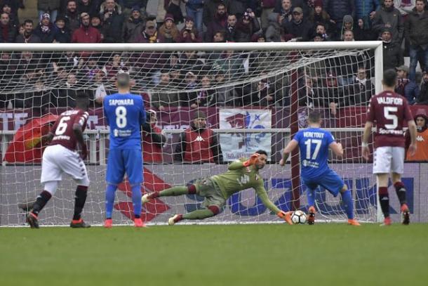 Veretout parou em Sirigu na primeira etapa (Foto: Divulgação/Torino FC)