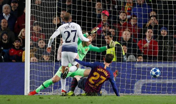 Lucas fez gol decisivo em Barcelona (Foto: Divulgação/Premier League)
