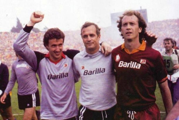 Tancredi com Superchi e Falcão, celebrando o título italiano de 1983   Foto: Getty Images