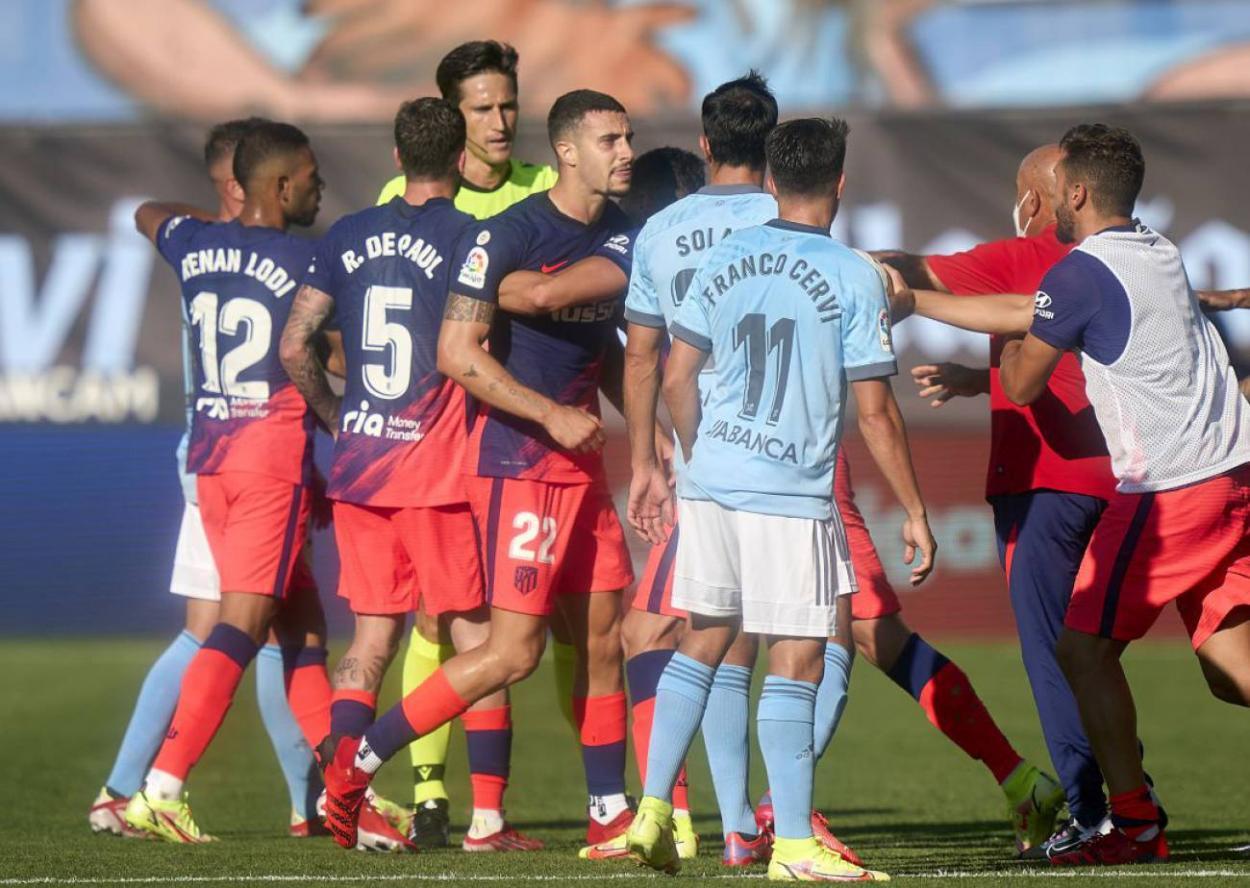 Momento de la tangana al final del partido que enfrentó a Celta y Atlético / Foto: Getty Images