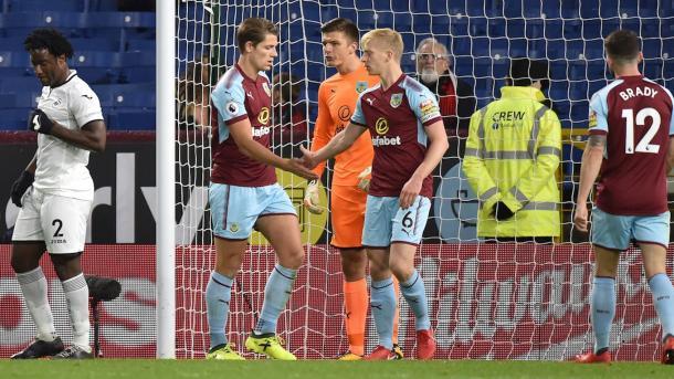 Tarkowski y Mee lograron consolidarse como zaga central de Burnley | Foto: Burnley.