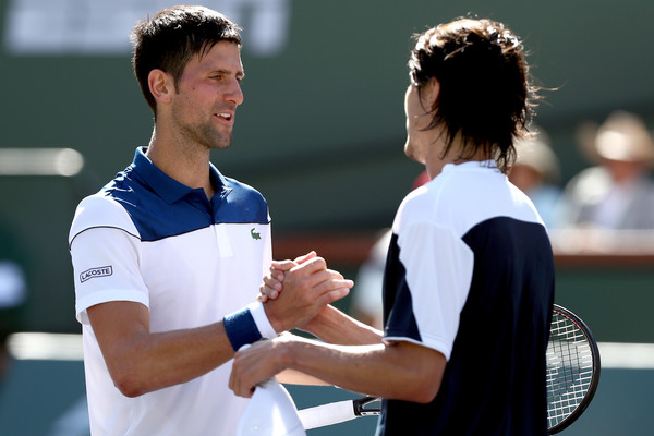 Novak Djokovic was gracious in defeat and had a warm exchange with Taro Daniel at the net | Photo: Matthew Stockman/Getty Images North America