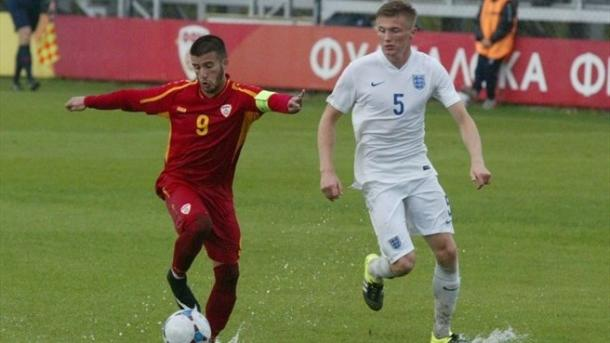 Taylor Moore in action in the qualifying win against FYR Macedonia | Photo: FFM via UEFA.com