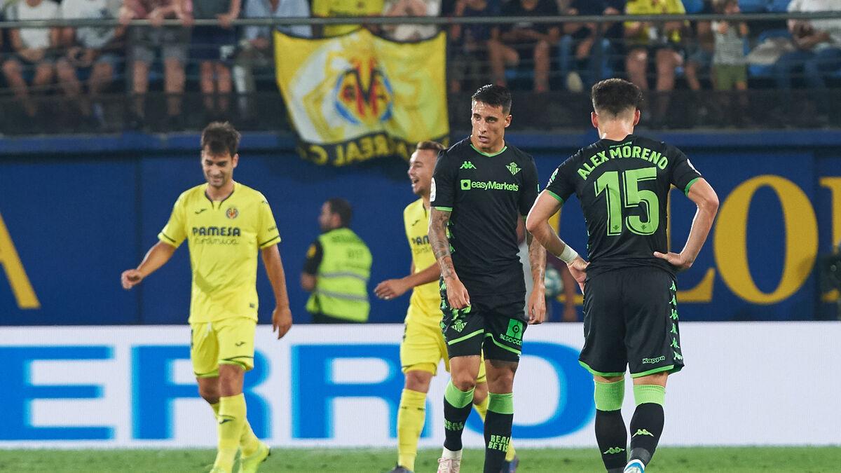 Álex Moreno y Tello durante un partido | Fotografía: LaLiga