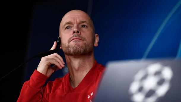 Ten Hag durante la rueda de prensa   Foto: UEFA.com