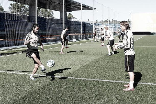 Entrenamiento con balón jugadores Real Madrid | Fuente: Real Madrid