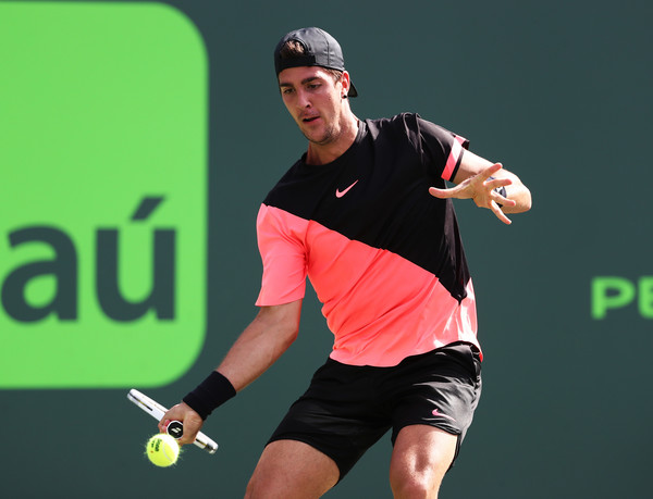 Thanasi Kokkinakis struggled on his serve during the match | Photo: Al Bello/Getty Images North America
