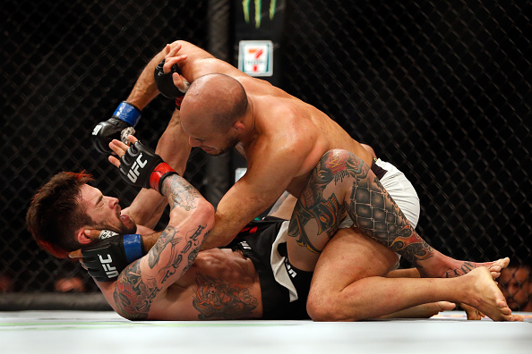 Bahadurzada gets the better of Thatch | Photo: Christian Petersen/Zuffa LLC
