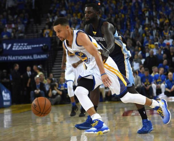 Stephen Curry (30) tries to dribble past Lance Stephenson of the Memphis Grizzlies (Thearon W. Henderson/Getty Images)