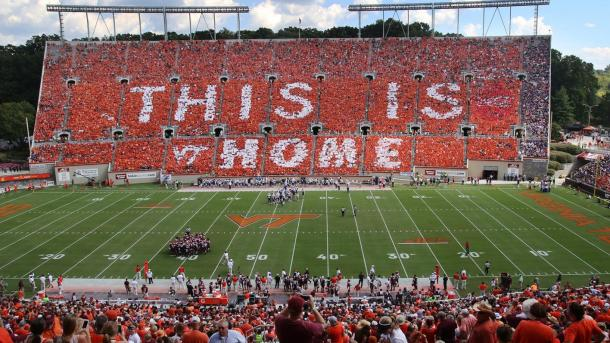 Mosaico realizado en 2016 en Lane Stadium | Imagen: Virginia Tech