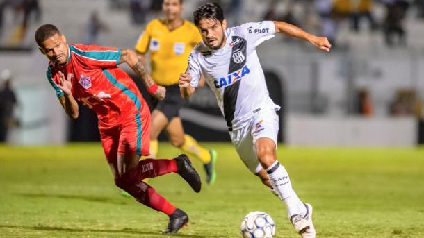 Tiago Real volta de suspensão e deve retomar sua vaga de titular (Foto: Fabio Leoni/PontePress)