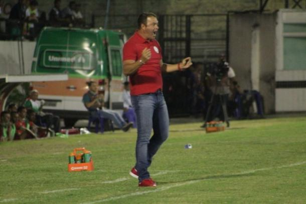 Timbu volta a vencer após três jogos e quebra série positiva do Boa (Foto: Léo Lemos/Náutico)